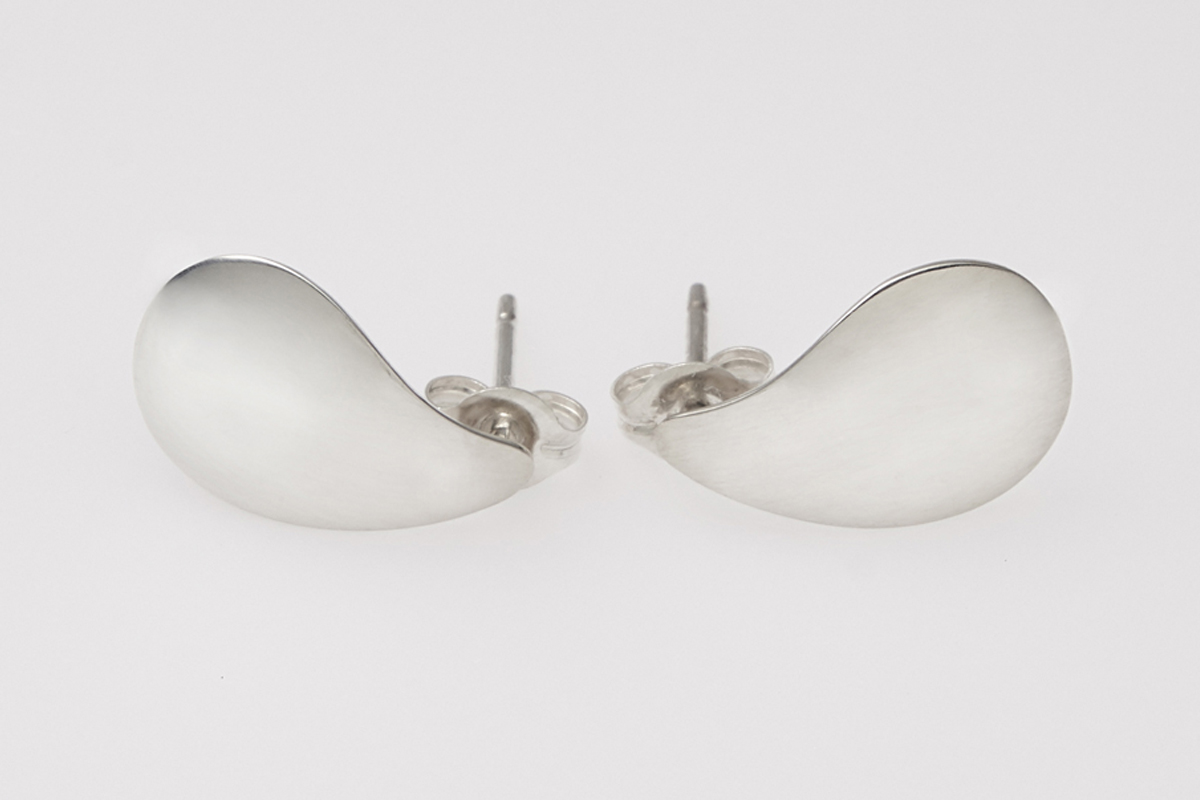 E0460-PG Oyster shell post earrings 12x22mm Post Earring Round Post Earrings 2 Pieces Polished Gold-Plated Jewelry Making